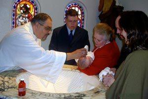 El bautismo, ceremonia religiosa y fiesta familiar