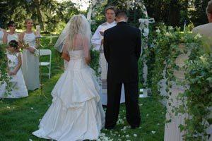 Cómo decorar la iglesia con flores para una boda