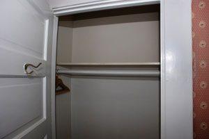 Cómo organizar un closet compartido