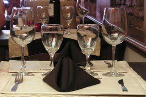 Cómo sentar a los invitados siguiendo la precedencia de cortesía