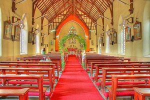 El ingreso a la iglesia en una boda religiosa